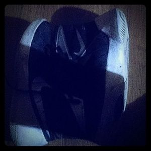 1 pair of shoes